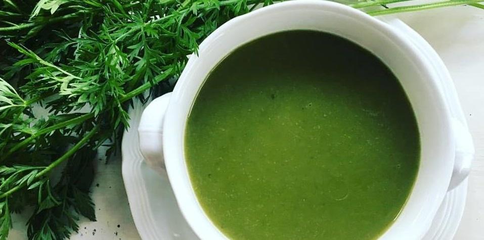Romige soep van wortelloof