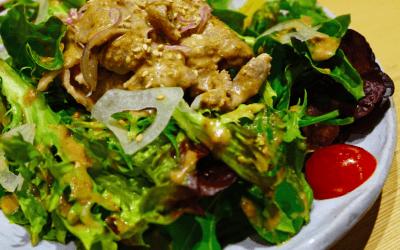 Warme salade met mosterdkip